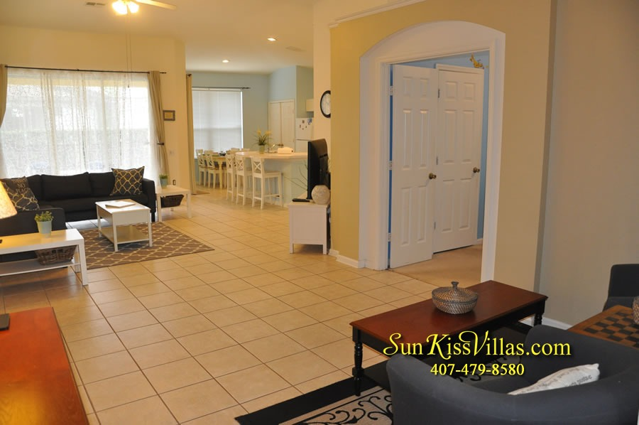 Disney Vacation Rental Home - Mickey's Cottage - Family Room