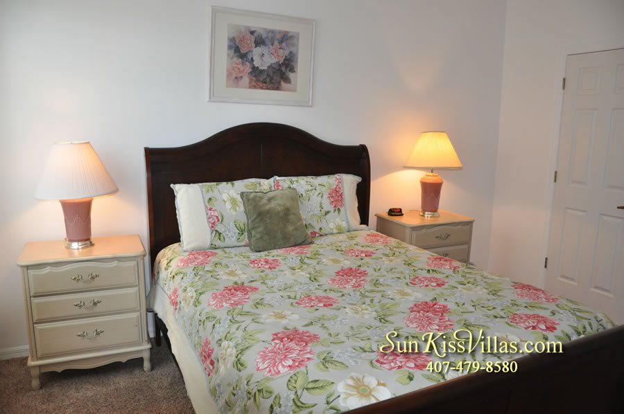 Disney Vacation Rental Home - Orange View Queen Bedroom
